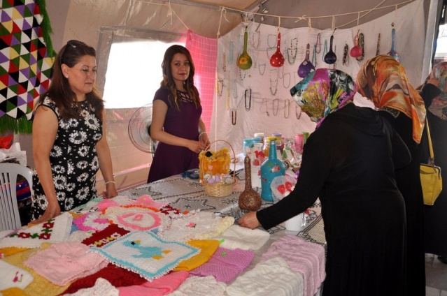 Suriyeli kadın misafirler, el emeği ürünlerini sergiledi