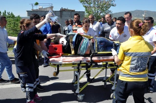Yolcu minibüsü tankere çarptı: 4 ölü, 10 yaralı