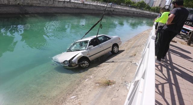 Adana'da sulama kanalına düşen otomobilin sürücüsü yaralandı