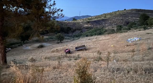 Antalya'da devrilen traktörün altında kalan sürücü öldü