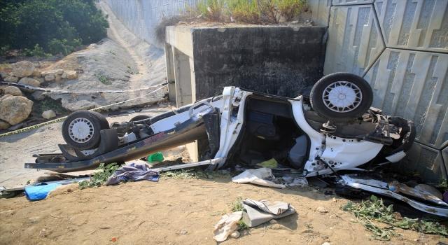 Mersin'de özel üniversiteye ait kamyonet devrildi: 2 ölü, 1 yaralı