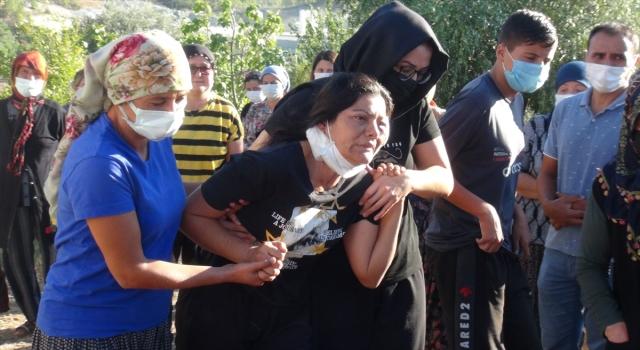 Mersin'de eşi tarafından öldürülen kadın defnedildi