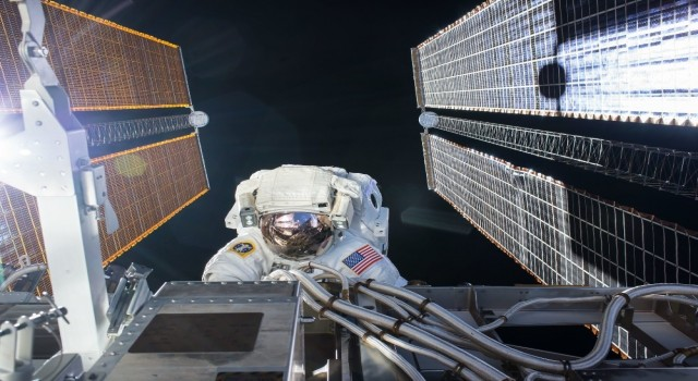ISSdeki NASA astronotları uzay yürüyüşüne çıktı