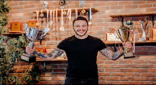 """Ünlü saç tasarımcısı Hasan Hüseyin Yılmaz: """"2021de kıvırcık modeller öne çıkıyor"""""""
