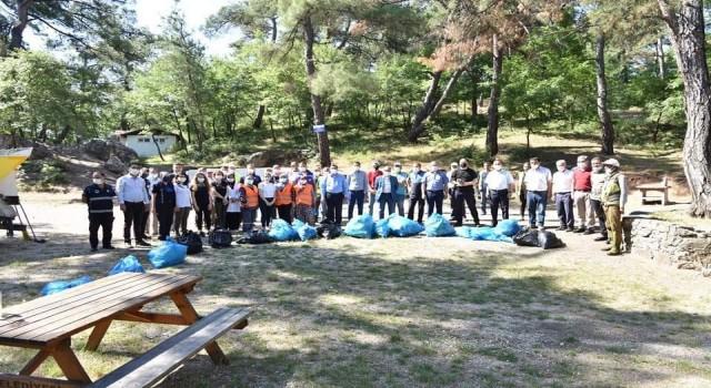 Çanda belediye ekipleri mesire alanını temizledi