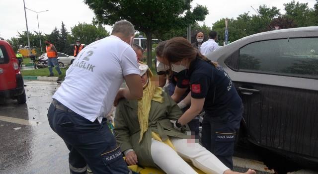 Davutoğlunun konvoyunda kaza: Genel Başkan Yardımcısı ve bir çocuk yaralandı