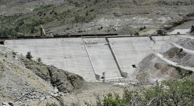 Gümüşhaneye içme suyu sağlayacak olan Bahçecik Barajının gövde yüksekliği yüzde 75e ulaştı