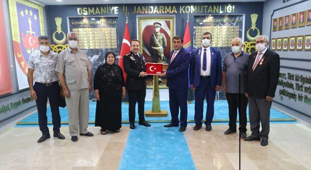 Jandarma Komutanı'na Şehit ailelerinden ziyaret