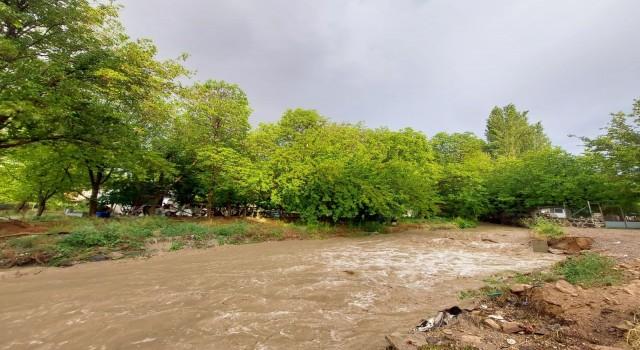 Nevşehirde sağanak yağış sele neden oldu