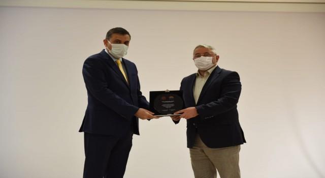 Pandemi sürecinde katkı sağlayanlara teşekkür plaketi