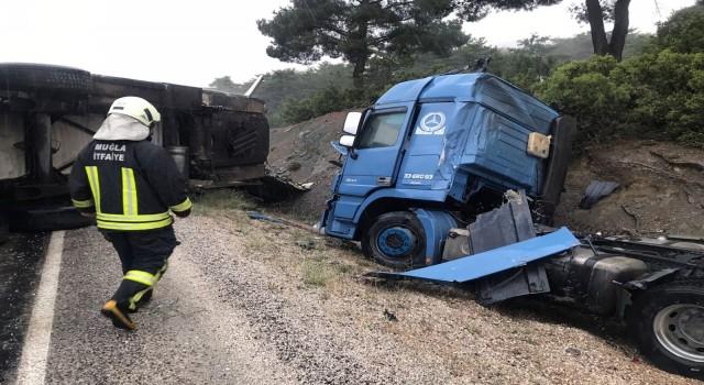 Seydikemerde TIR ve kamyon kazası