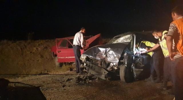 Haymanada iki otomobil kafa kafaya çarpıştı: 3ü ağır, 6 kişi yaralı