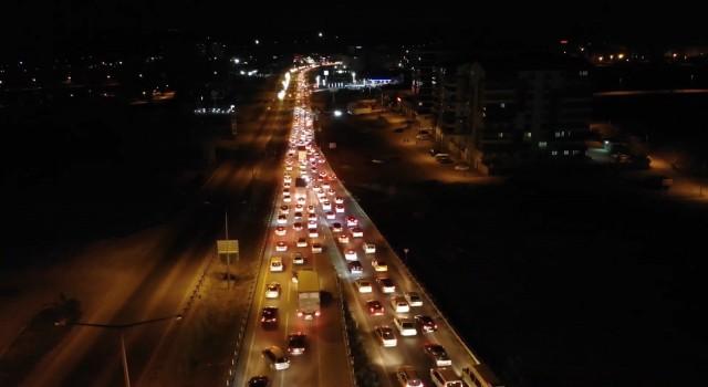 Kilit kavşak Kırıkkalede gece yarısı trafik yoğunluğu: Araç kuyruğu 15 kilometreyi buldu