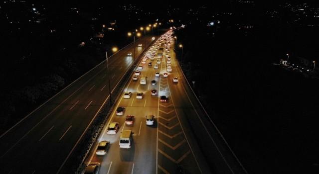 Kurban Bayramı dönüşü TEM Otoyolunda trafik yoğunluğu