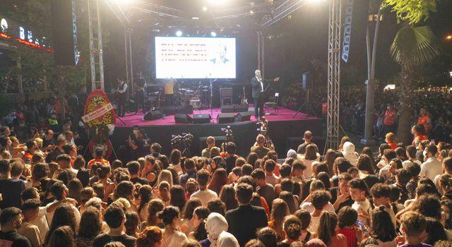 Adana'da on binler 30 Ağustos Zafer Bayramı'nı büyük coşkuyla kutladı