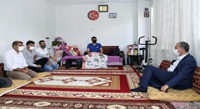 Belediye Başkanı Kılınçtan yaralı askere ziyaret