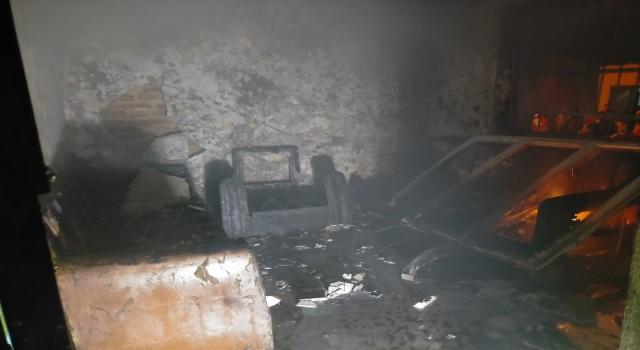 Buharkentte yanan ev kullanılamaz hale geldi