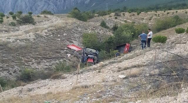 Çorumda traktör devrildi: 2 ölü