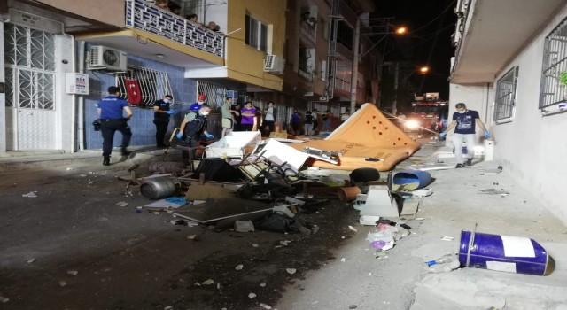 İzmirde hareketli saatler: Evden çıkmak istemeyen kiracı ortalığı birbirine kattı