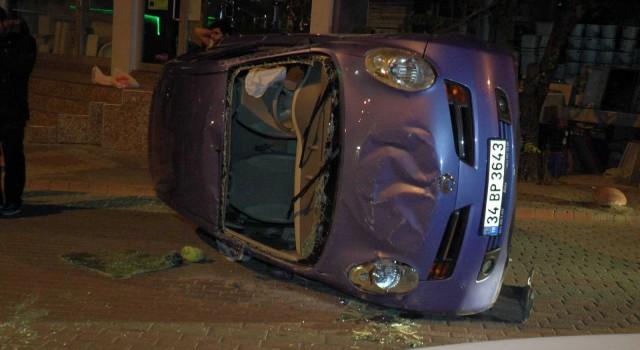 Kartalda kontrolden çıkan otomobil park halindeki otomobillere çarpıp takla attı