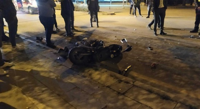 Motosiklete çarpan sürücü olay yerinden kaçtı: 1 yaralı