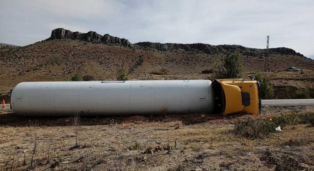 Polatlıda yakıt tankeri devrildi: 1 yaralı