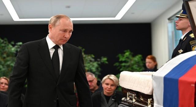 Putin, tatbikatta ölen Rus Bakan Ziniçevin veda törenine katıldı