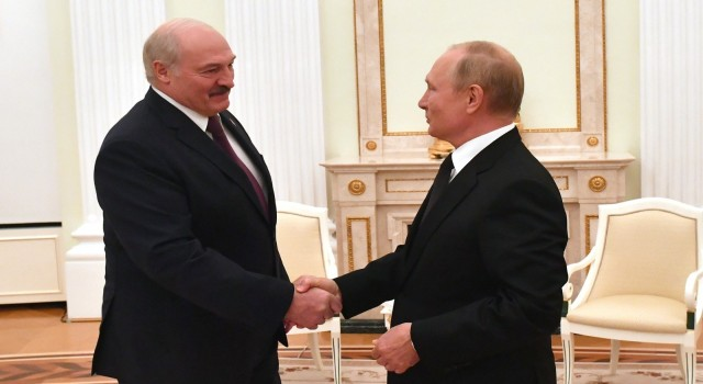 Putin ve Lukaşenko Moskovada bir araya geldi