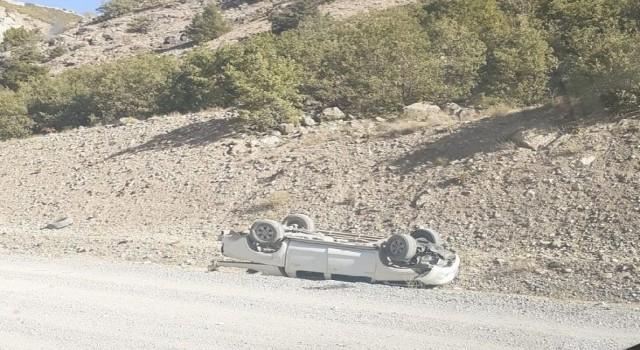 Bingölde otomobil takla attı: 1 ölü, 2 yaralı