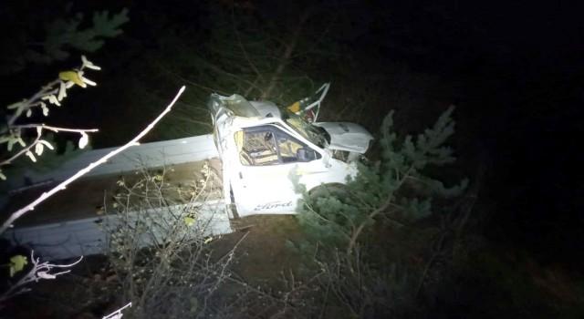 Gümüşhanede kamyonet uçuruma yuvarlandı: 2 ölü, 1 yaralı