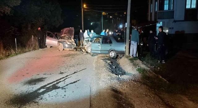 Kocaelide 2 otomobil çarpıştı: 2 yaralı