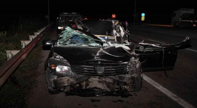 Kontrolden çıkan otomobil tıra ok gibi saplandı: 1 yaralı