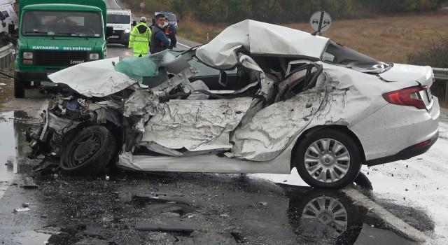 Tır ile otomobil çarpıştı, sürücü sıkışarak can verdi