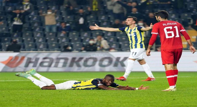 UEFA Avrupa Ligi: Fenerbahçe: 2 - Royal Antwerp: 1 (İlk yarı)