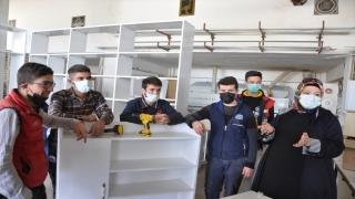 Kahramanmaraş'ta meslek lisesi öğrencileri ihtiyaç sahibi ailelerin evlerini onarıyor