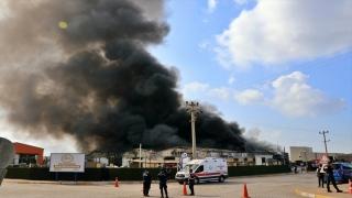 Osmaniye'de plastik geri dönüşüm fabrikasında çıkan yangına müdahale ediliyor