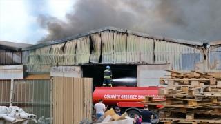 Osmaniye'de plastik geri dönüşüm fabrikasında çıkan yangın kontrol altına alındı