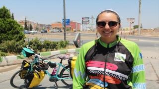 Elektrikli bisikletiyle Türkiye turuna çıkan Bengi, Hatay'da mola verdi