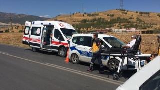 Gaziantep'te hafif ticari araç ile otomobil çarpıştı: 5 yaralı