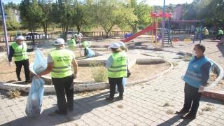 MHP Mersin İl Başkanlığınca parklarda temizlik yapıldı