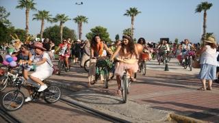 """Antalya'da """"Süslü Kadınlar Bisiklet Turu"""" düzenlendi"""