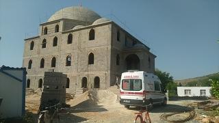 Adana'da inşaatı süren caminin kubbesinden düşen işçi öldü