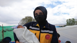 "Suriyeli minik Yusuf'a ambulansta ""hayat dokunuşu"" takdir topladı"