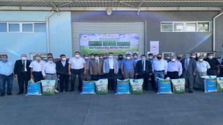 Tarsus'ta 30 üreticiye 1800 kilogram yem bitkisi tohumu dağıtıldı