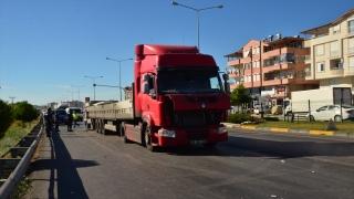 Antalya'da kamyonla tırın çarpıştığı kazada 1 kişi öldü