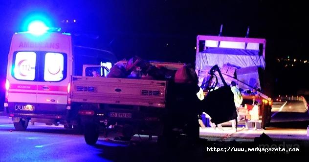 Mersin'de kamyon ile kamyonet çarpıştı: 2 ölü, 2 yaralı