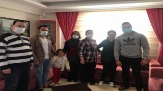 Kuşadasında AK Partili gençler down sendromlu çocuklarla bir araya geldi