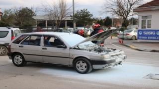 Seyir halinde alev alan otomobil, itfaiye ekiplerince söndürüldü