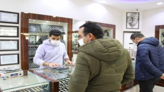 Akyüz Gümüş Mağazasında kısıtlama öncesi müşteri yoğunluğu