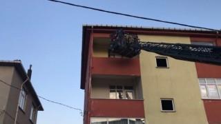 (Özel) Pendikte yangın paniği; mahsur kalan yaşlı kadın kurtarıldı